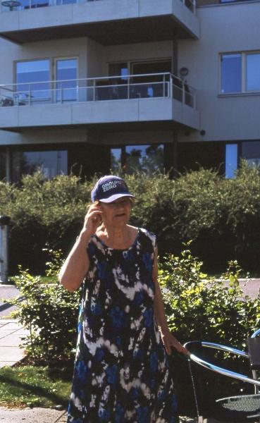 http://www.emilienorenberg.com/files/gimgs/th-34_grandma and her ground zero cap.jpg